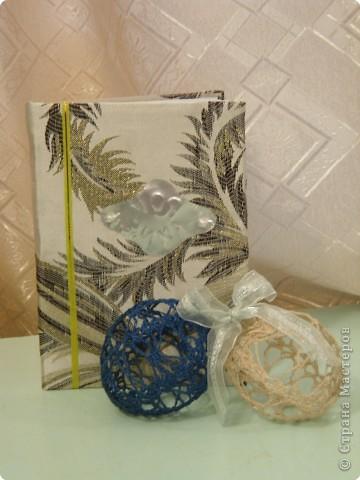 """Самодельная книжка """"Моя зима"""" и вязанные шары могут стать необычным подарком.  В Новый год, в Новый год  Поздравляю весь народ! Всем - здоровья и успеха, Счастья, радости и смеха!"""