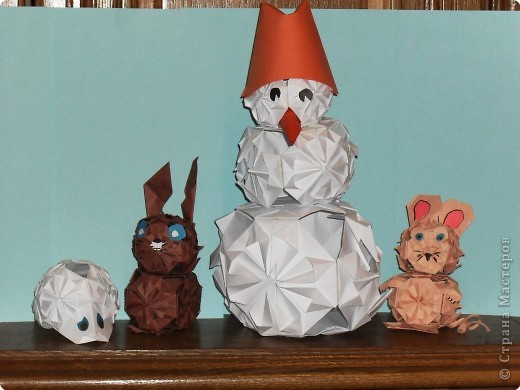 НОВОГОДНИЙ ХОРОВОД  выполнен в технике оригами из кусудам.