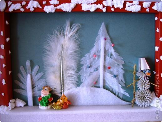 Уходящий год был годом Быка, а наступающий год будет годом Тигра. Снеговичок позвал своих друзей. Бычок передает символ Нового года ёлку Бычку.