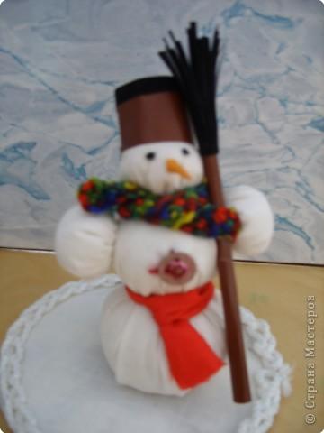 Мой снежный человечек поздравляет всех людей, его друзей с Новым годом! Счастья всем, здоровья, радости!!!
