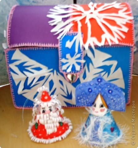 Пусть всем детям Дед Мороз и Снегурочка принесут в подарок такой ларец, в котором будет добро, любовь, здоровье, радость и все будут счастливы!!! С Новым годом!