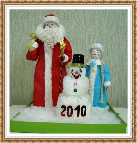 Веселый Снеговик, Дед Мороз и Снегурочка.