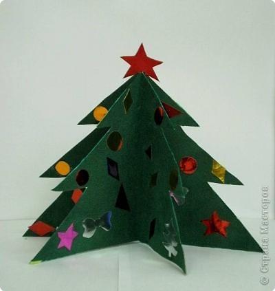 Какой праздник без красавицы ёлки? Своими руками я решила сделать елочку из цветной бумаги. С большим нетерпением я жду наступление праздника - Нового года. Очень хочется повеселиться у Новогодней ёлки и получить подарки от Деда Мороза.