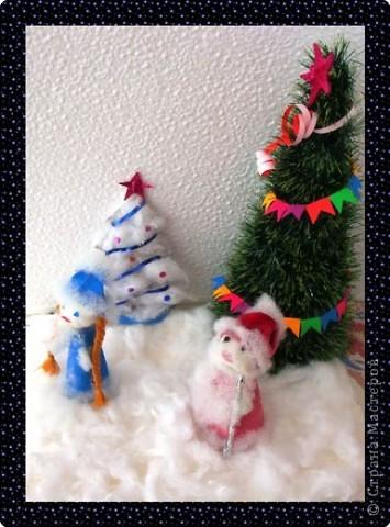 Дед Мороз проспал в постели, Встал, сосульками звеня: Где вы, вьюги и метели? Что ж не будите меня?  фото 1