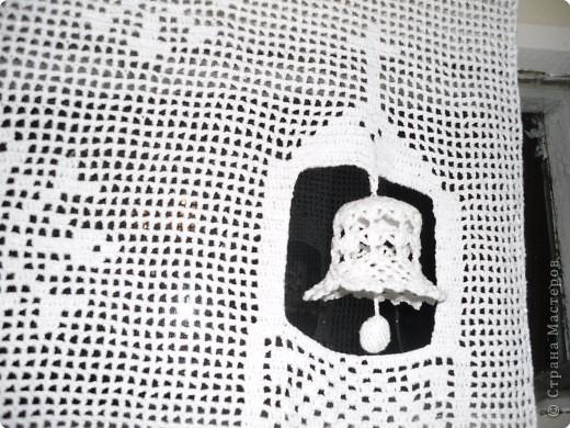 """Панно """"Рождество"""" послужит оригинальным украшением для окна. Поздравляю всех с наступающим Новым годом и Рождеством! Пусть  колокольчик серебряным звоном возвестит о рождении Христа и принесет всем здоровье и благополучие!  фото 2"""