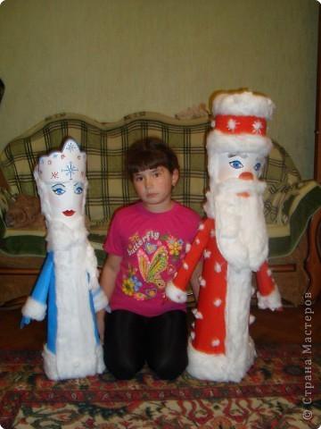 Скоро праздник, новый год! Дети очень рады. В гости Дед Мороз придёт, И Снегурочку приведёт Будут хоровод водить, Возле пышной ёлки. Танцевать и песни петь, Получать подарки.