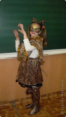 У Насти костюм леопарда. Хоть и не тигрица, но очень очаровательна. Молодец, её мама! Хороший подарок дочери на ёлку. фото 1