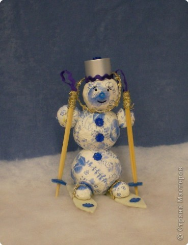 Однажды морозным зимним днем Снеговик детского сада объявил о СЛЕТЕ НЕТАЮЩИХ СНЕГОВИКОВ.Эту новость разнесли снегири и синички по всем группам детского сада. фото 3