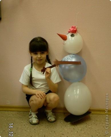 Однажды морозным зимним днем Снеговик детского сада объявил о СЛЕТЕ НЕТАЮЩИХ СНЕГОВИКОВ.Эту новость разнесли снегири и синички по всем группам детского сада. фото 4