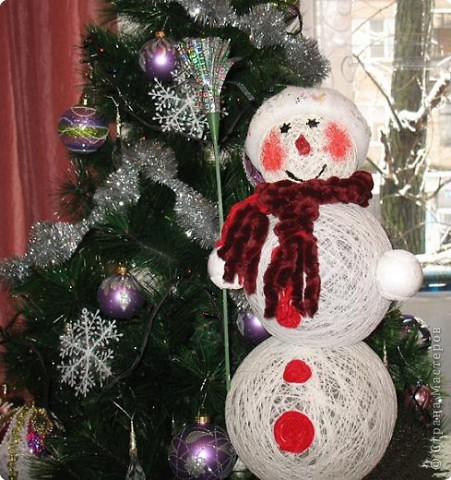 Дома тепло и уютно, а Снеговик-шаровик не тает!!!
