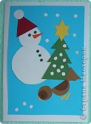 Эта новогодняя открытка сделана из геометрических фигур.    Мы с детьми закрепили понятия геометрических фигур и смастерили новородние открытки открытки.