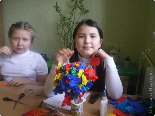 """На этом уроке мы с ребятами решили погулять по цветочной роще """"Страны маленьких мастеров"""". Но деревья цветочные делаем сами. фото 1"""