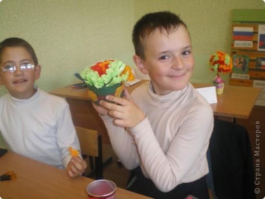 """На этом уроке мы с ребятами решили погулять по цветочной роще """"Страны маленьких мастеров"""". Но деревья цветочные делаем сами. фото 4"""