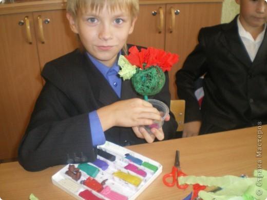 """На этом уроке мы с ребятами решили погулять по цветочной роще """"Страны маленьких мастеров"""". Но деревья цветочные делаем сами. фото 5"""