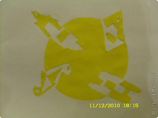 Здравствуйте!Меня зовут Даня,мне нравится фигура зигзаг,но вырезал я из круга,мой любимый цвет жёлтый.Всё делал сам. фото 1