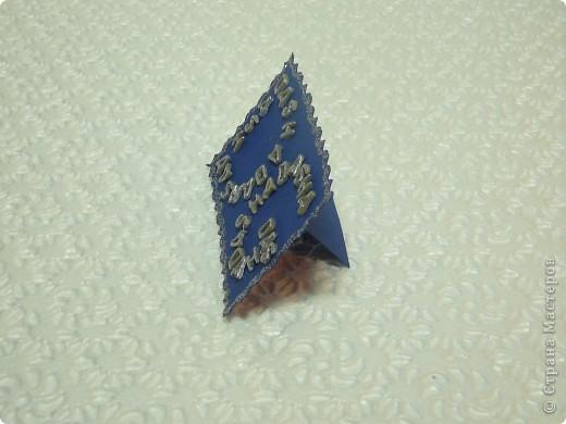 """Тема 1.   Мне кажется, что я похожа на фигуру треугольник.  Я сделала букву «Д» в виде ёлочки, 2 буквы «А» в виде ледяных горок, с которой скатываются санки, а букву «Ш» в виде сосулек. Если приглядеться в получившейся фигуре можно увидеть большую букву """"Д"""" с хвостиком на макушке! фото 4"""