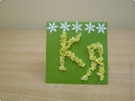 Моя звездная карточка. Я сделала монограмму в технике торцевания и украсила снежинками (вырезала фигурным дыроколом).А снежинки, потому что я родилась зимой и очень люблю это время года. Зимой можно играть в снежки, кататься на санках и коньках, лепить снеговиков. фото 1