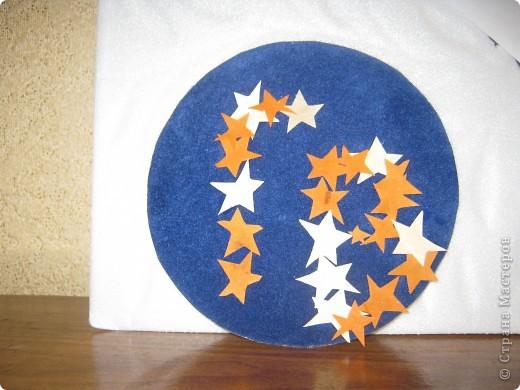 Свою монограмму я решил составить из звезд на синем круге, напоминающем нашу планету. фото 1