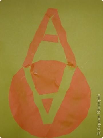 Меня зовут Алёша, мне скоро 4 года. Вот что у меня получилось. Я выбрал круг. Взял тарелку обвёл и вырезал, потом мама нарисовала мне букву А, я сам вырезал и наклеивал. фото 1
