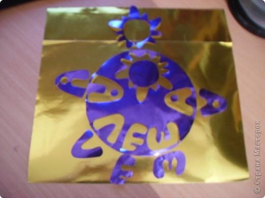 Алеша самостоятельно подобрал цвета: синий- небо, блестящие инициалы- созвездие и с удовольствием изготовил карточку для полета. фото 2