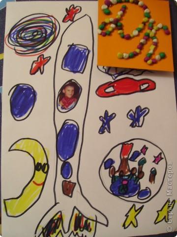 """Всем привет! Моя звезда состоит из 9 модулей: 3 """"ракета"""" (2 желтых и 1 зелёный), 4 """"шатлл""""( 2 синих и 2 зелёных), 2 """"крылья""""(красные). Все модули приклеены кроме одного красного, он может свободно летать. фото 5"""
