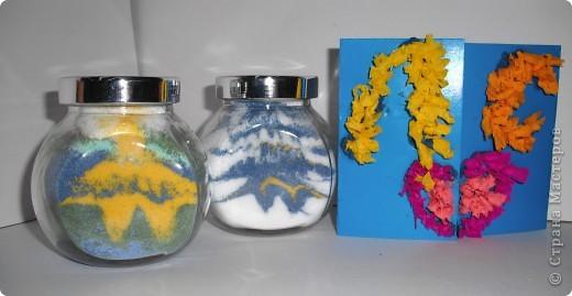 Эти звезды, синяя и желтая, сделанные из соли, покрашенной гуашью, мои первые насыпушки.  Получилось не очень похоже, но я старалась. фото 1