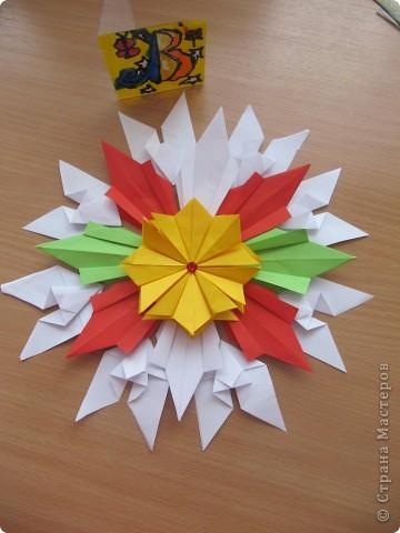 """Это звезда, которая мне больше  всего нравится. Я ее собрала из 4 модулей """"Крылья"""", 8 модулей """"Комета"""", 8 модулей """"Шатл"""" фото 3"""