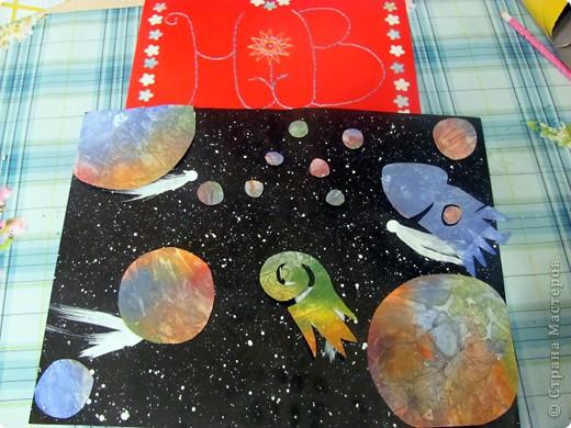 Вот и моя звезда! Я её сложила из модулей: 4 крыльев, 4 стрел и 4 ракет. Сини модули - стрела, розовые модули - крылья, а жёлтые модули - ракета. Мою звезду зовут Блеск, потому что она блестит! И вот моя звезда полетела в открытый космос!!! фото 11