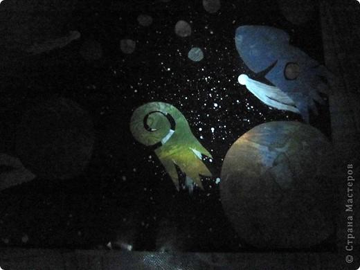 Вот и моя звезда! Я её сложила из модулей: 4 крыльев, 4 стрел и 4 ракет. Сини модули - стрела, розовые модули - крылья, а жёлтые модули - ракета. Мою звезду зовут Блеск, потому что она блестит! И вот моя звезда полетела в открытый космос!!! фото 13