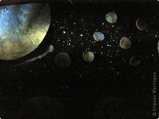 Вот и моя звезда! Я её сложила из модулей: 4 крыльев, 4 стрел и 4 ракет. Сини модули - стрела, розовые модули - крылья, а жёлтые модули - ракета. Мою звезду зовут Блеск, потому что она блестит! И вот моя звезда полетела в открытый космос!!! фото 12