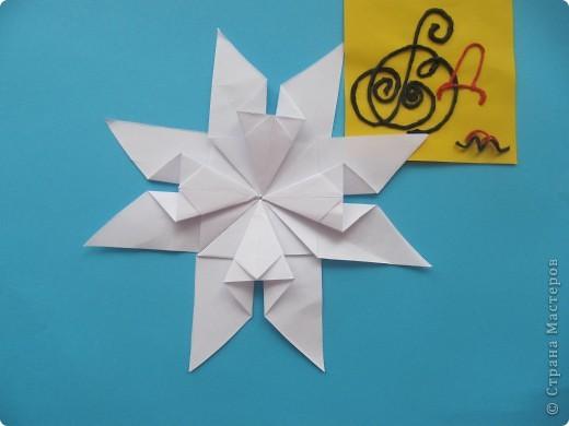 """Мне эта звездочка напоминает снежинку. Я ее сделала из моделей """"крылья, """"ракета"""", """"шатл"""". фото 6"""