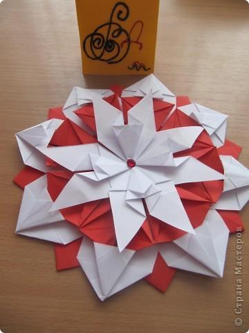"""Мне эта звездочка напоминает снежинку. Я ее сделала из моделей """"крылья, """"ракета"""", """"шатл"""". фото 2"""