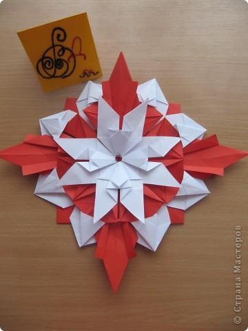 """Мне эта звездочка напоминает снежинку. Я ее сделала из моделей """"крылья, """"ракета"""", """"шатл"""". фото 1"""