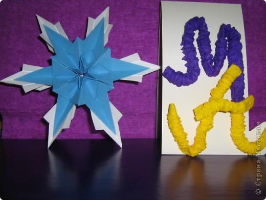 """Все снежинки похожи на маленькие звездочки, а  звезды Алины получились все похожи на снежинки. Алинке так понравилось придумывать звездочки, что получился целый звездный парад.  Первая звезда-снежинка сделана из 6 модулей """"крыло"""", 6 модулей """"комета"""" и 12 модулей """"ракета"""".  фото 3"""
