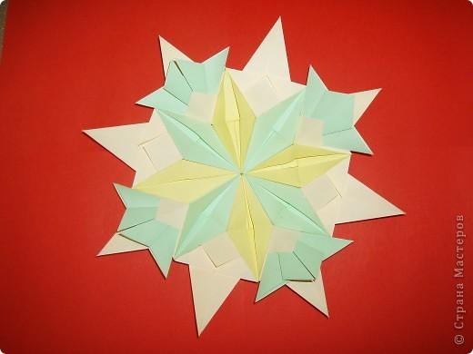 """Моя звезда состоит из трёх видов модулей. 8 модулей """"Звездолёт"""" лежат в основе, 8 модулей """"Стрела"""" между ними, и 8 модулей """"Шаттл"""" вставила в кармашки модулей """"Стрела"""". фото 2"""