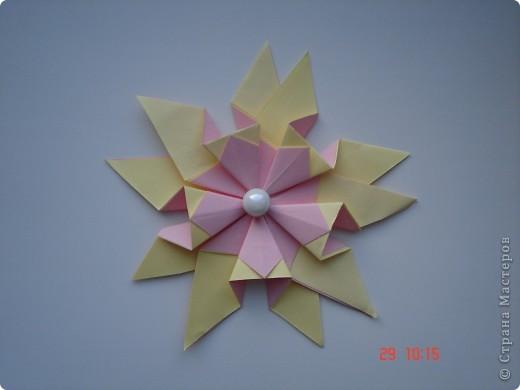 """Тема 1. Тренировочный полёт. Моя звезда Вот моя красавица. Я ее назвал """"Денебола"""". Это звезда, второй звездной величины. Она находится в созвездии льва. Я ее изготовил из модулей: 8 крыльев, 8 звезд, 8 ракет. фото 2"""