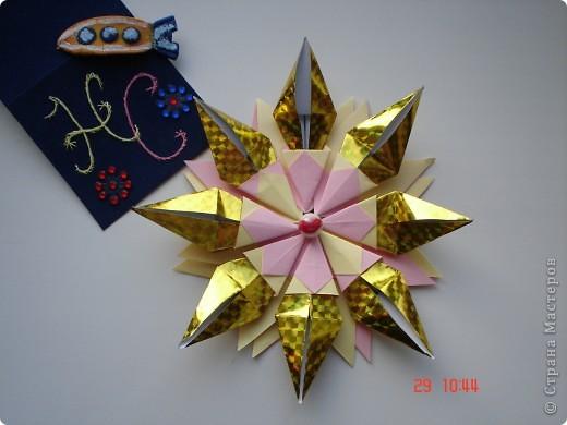"""Тема 1. Тренировочный полёт. Моя звезда Вот моя красавица. Я ее назвал """"Денебола"""". Это звезда, второй звездной величины. Она находится в созвездии льва. Я ее изготовил из модулей: 8 крыльев, 8 звезд, 8 ракет. фото 3"""