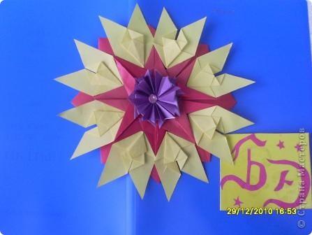 """1. Тренировочный полёт. Моя звезда. Звезда  """"Элина"""" Мне понадобилось 8 модулей """"Крылья"""" жёлтого цвета, 8 модулей """"Комета"""" красного цвета, 8 модулей """"Шаттл"""" фиолетового цвета. В середину приклеила розовую бусинку. Мне очень нравится имя сказочной принцессы Элины, поэтому я назвала свою звезду в её честь. фото 1"""