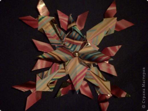 """1.Тренировочный полёт «Моя звезда».  Свою звезду я хочу подарить всем людям планеты. Это звезда по имени """"Счастье"""". Она волшебная. Все, кто будет видеть мою звёздочку, будут становиться счастливыми. Я хочу, чтобы моя звезда принесла всем много счастья.  Она состоит из 6 модулей «шатл», 6 модулей «крылья», 12 модулей «Ракета».  фото 3"""