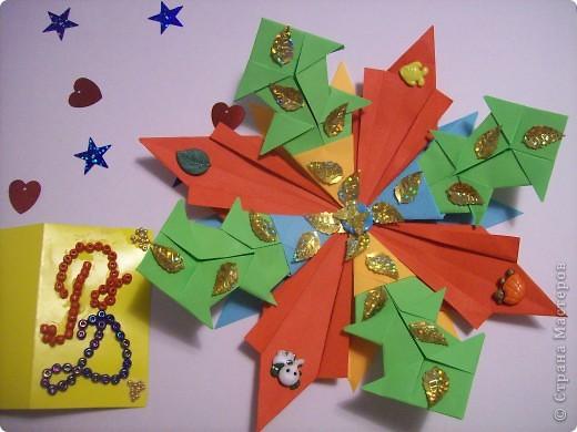 """Вот мое первое задание. Это моя первая звезда. При ее изготовлении я использовала модули """"Крылья"""", """"Шаттл"""", """"Ракета"""" (всех взяла по 4 шт.). Называется моя звезда """"Мудрая"""". она дарит людям знания и на своих волшебных лучиках рассылает им таланты. фото 2"""