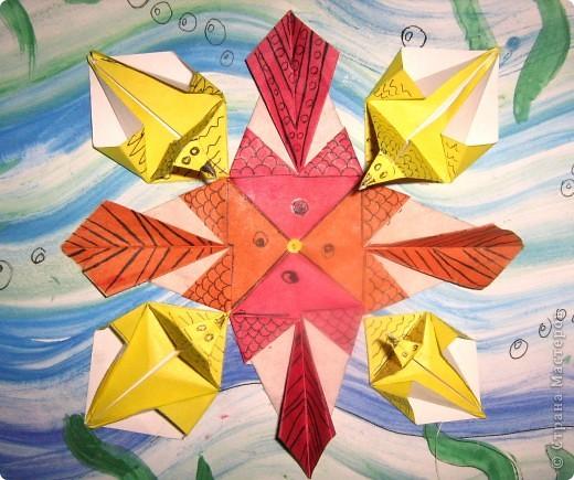"""Вот такой зоопарк! Решила я сделать звезду. Сложила базовую форму """"рыбка"""" и получились рыбы! Сложила модуль """"звездолёт"""", слегка дополнила - и получились уточки. Вот такая вот звёздочка морская. фото 2"""