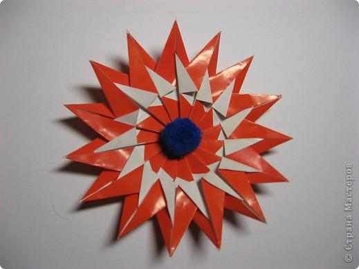 """Техника: Оригами модульное 1. 2. Для начала работы надо сложть 15 модулей  """"трилистник """" .  Как сделать модуль смотрите..."""