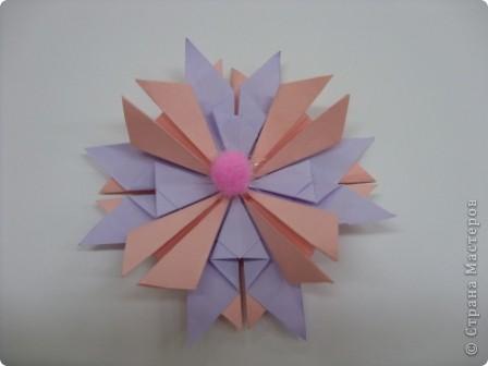 Моя звезда называется Милидия.  Она может исполнить 3 желания в новогодние праздники. Находиться звезда на Севере. Милидия напоминает квадрат, но ведь она и сделана из квадратов. Я желаю вам исполнения желаний и пусть моя звезда вам поможет в этом! фото 2