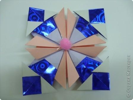 Моя звезда называется Милидия.  Она может исполнить 3 желания в новогодние праздники. Находиться звезда на Севере. Милидия напоминает квадрат, но ведь она и сделана из квадратов. Я желаю вам исполнения желаний и пусть моя звезда вам поможет в этом! фото 3