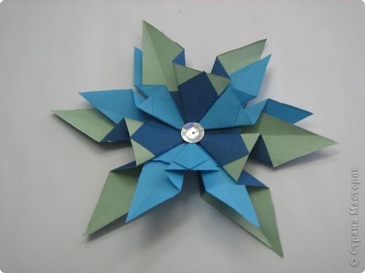 Звезда называется Сириус.Она очень яркая. Я её сделала из модулей Шатл 3 штуки, из модулей Крылья 4 штуки, из модулей Ракета 6 штук, из модулей Стрела. фото 4
