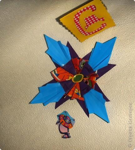 """Эту звезду я сделала  из модулей """"Крылья"""" (фиолетовые), """"Шатл"""" ( разноцветные), """"Ракета"""" (голубые). Всех модулей по 4 штуки фото 1"""