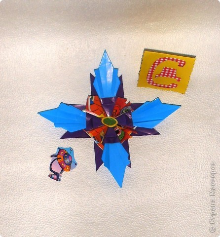 """Эту звезду я сделала  из модулей """"Крылья"""" (фиолетовые), """"Шатл"""" ( разноцветные), """"Ракета"""" (голубые). Всех модулей по 4 штуки фото 2"""
