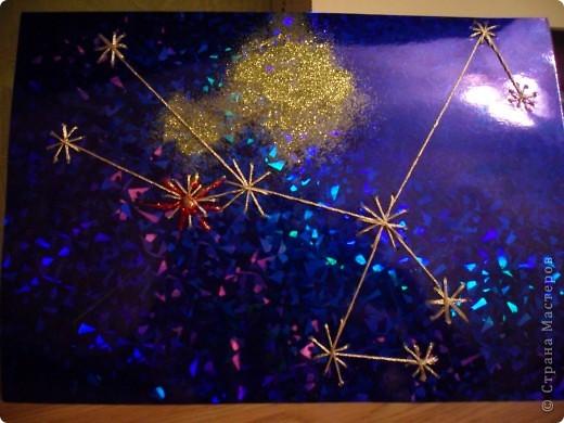Звезда  Рождества.  Она  уже  отправилась  в  путь  и  скоро  мы  ее  увидим  на  небе,  а  голографический  картон  передает  красоту  звездного  неба фото 8