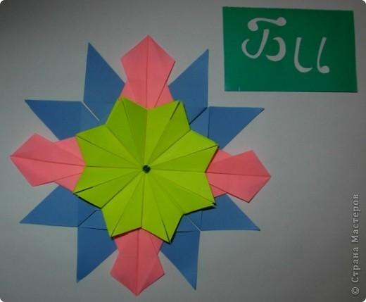 """Это звезда """"Вдоновение"""". Я сделал ее из 4 модуля """"крылья"""", 4 """"звездолет"""", 4 """"шаттл"""", 4 """"кометы"""" и в середине я положил маленькую звездочку из созвездия. фото 8"""