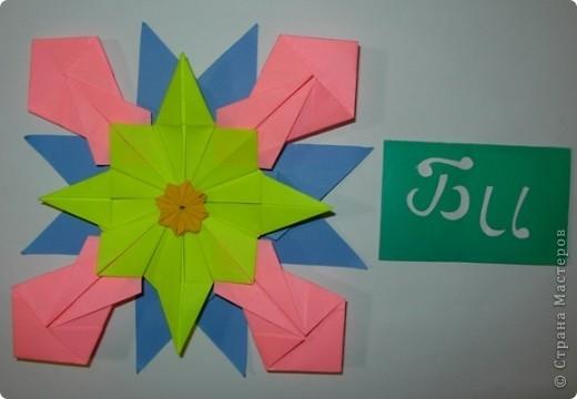 """Это звезда """"Вдоновение"""". Я сделал ее из 4 модуля """"крылья"""", 4 """"звездолет"""", 4 """"шаттл"""", 4 """"кометы"""" и в середине я положил маленькую звездочку из созвездия. фото 2"""